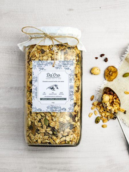 granola premium healthy nutella y plátano en envase de vidrio