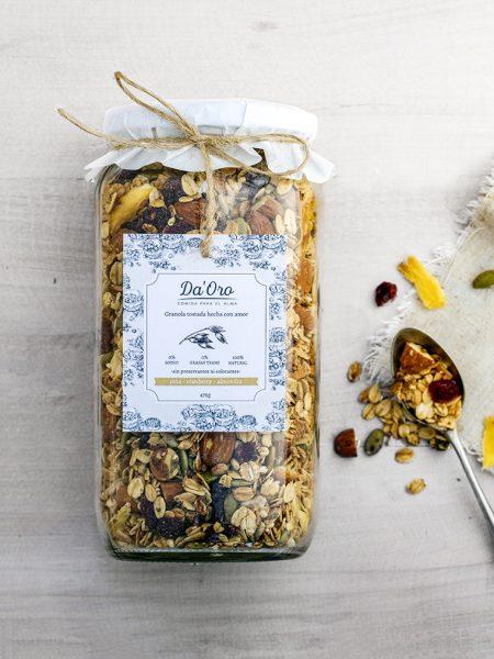 granola premium detox piña y cranberry en envase de vidrio